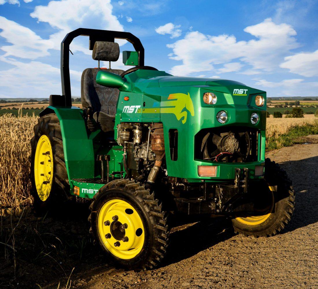 traktor s polepami (1)